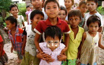 ဗမာမြစ်ဝကျွန်းပေါ်ဒေသကိုကူညီခြင်း – Helping the Burmese Delta